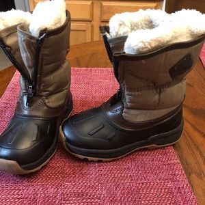 Carters size 10 snow boots